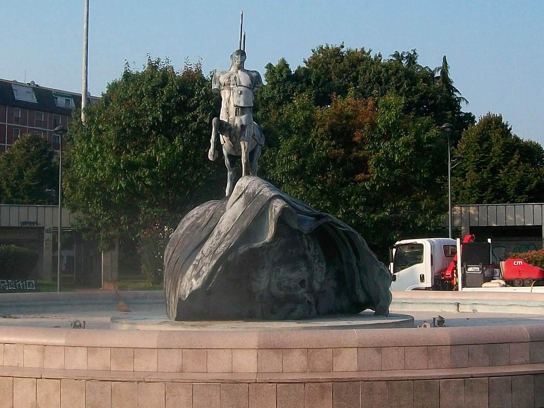 Monumento prima del restauro
